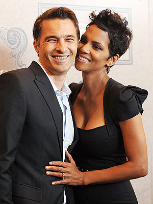 Halle Berry, Olivier Martinez: Marriage Ceremony in France