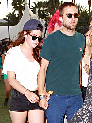 Coachella: Kristen Stewart, Robert Pattinson Hold Hands at Festival