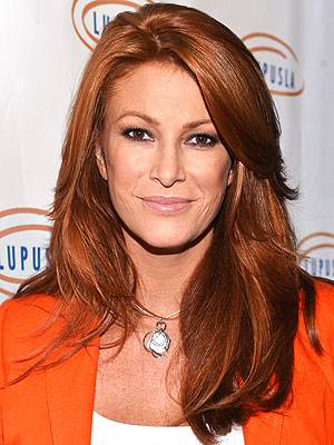 Angie Everhart to Undergo Thyroid Cancer Surgery