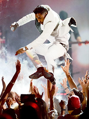 Miguel Lands on Woman at Billboard Awards