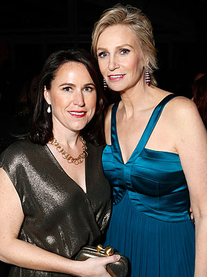 Jane Lynch Files for Divorce from Lara Embry