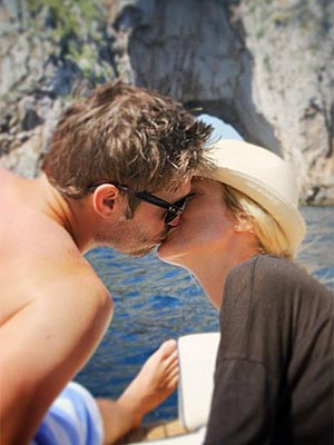Kristin Cavallari, Jay Cutler Kiss on Honeymoon: Photo