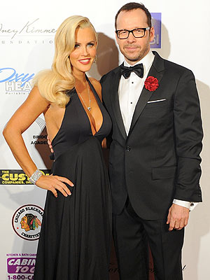 Jenny McCarthy & Donnie Wahlberg Make Red Carpet Debut