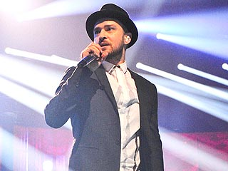 Justin Timberlake Parties with His Band in Frigid Boston | Justin Timberlake