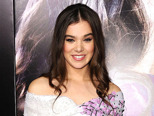 Hailee Steinfeld Dishes on Her Relationship with 'Big Sister' Taylor Swift