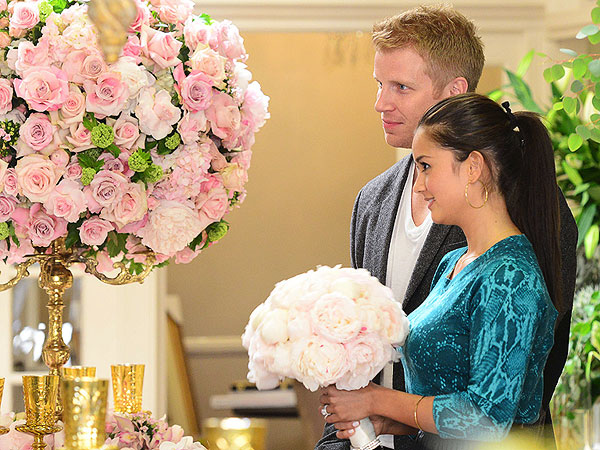 Sean Lowe & Catherine Giudici Shop for Wedding Flowers