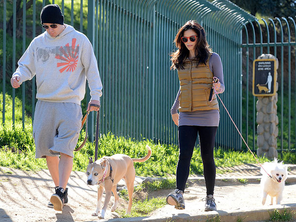 Channing & Jenna Dewan-Tatum Take Pregnant Pause for Dog Walk