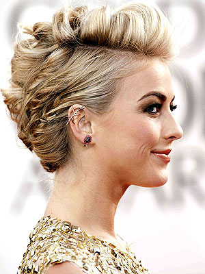 Golden Globes: Julianne Hough Wears Real Beetle Earrings