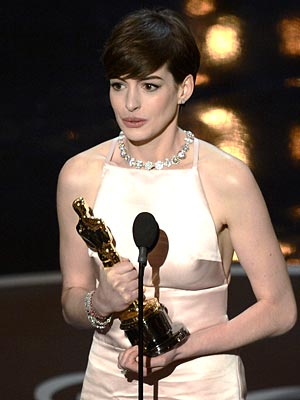 Anne Hathaway Academy Awards Dress Picture; Won Oscar as Best Supporting Actress