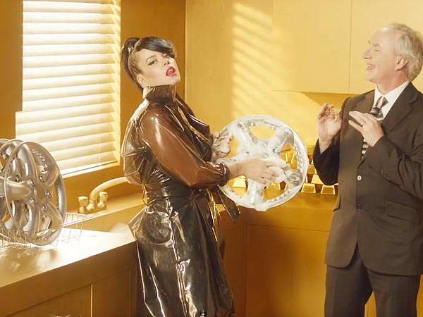 Lily Allen Parodies Robin Thicke's 'Blurred Lines' in New Video