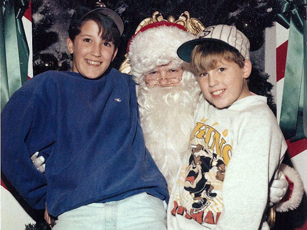 Brothers Keep Christmas Tradition Alive, Take Photos with Santa for 34 Years