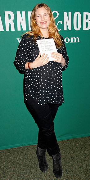 Drew Barrymore's Sweet & Chic Bump Style