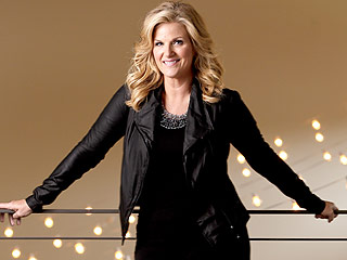 Trisha Yearwood Celebrates 50th with Garth Brooks – and 16,000 Atlanta Friends