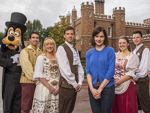 Elizabeth McGovern Spoofs Downton Abbey During Disney World Trip