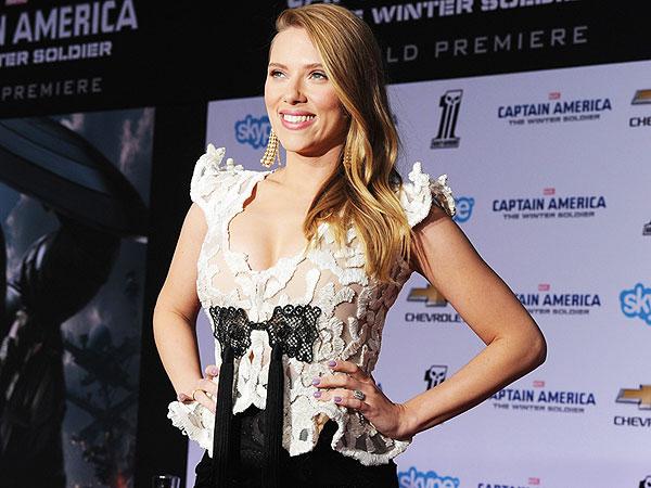 Scarlett Johansson Pregnant: Star Flaunts Curves at 'Captain America' Premiere
