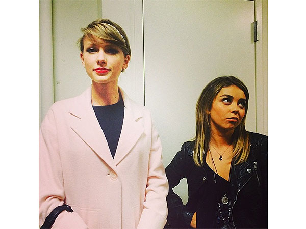 Taylor Swift and Sarah Hyland Dress as Straitlaced 'Mom' and 'Rebellious Teen'