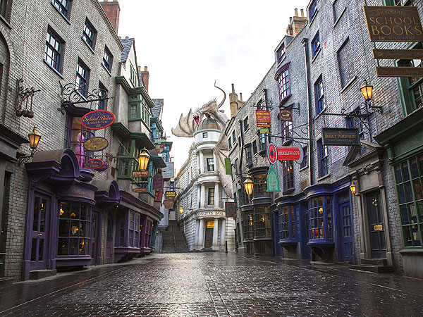 It's a Harry Potter Reunion at Universal Orlando's Diagon Alley