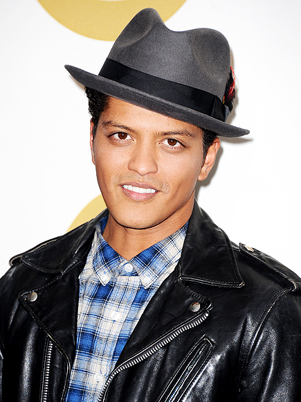 Bruno Mars Feasts on Lobster at a Fave JFK Spot in Boston