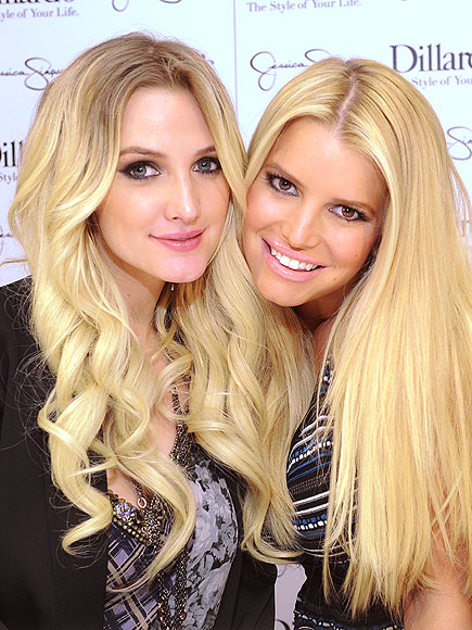 Photo of Jessica Simpson & her Sister  Ashlee Simpson