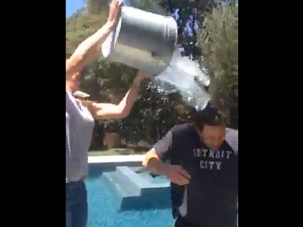 Ben Affleck Takes Down Jennifer Garner in Ice Bucket Challenge Video