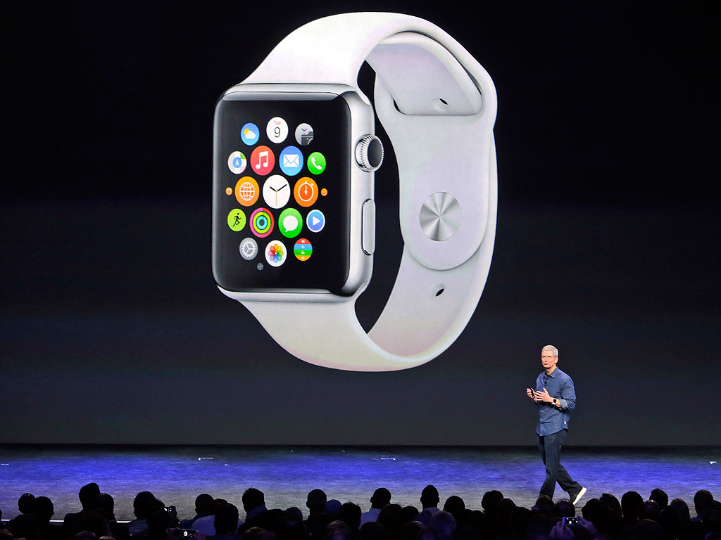 Apple CEO Presents Apple Watch, Pays Tribute to Steve Jobs