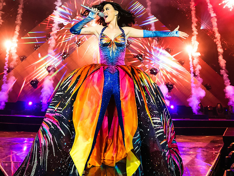 Katy Perry to Play Super Bowl Halftime Show