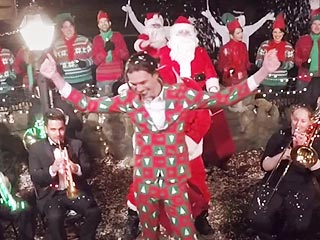 Watch the Merriest, Most Musical Christmas Prank Ever (VIDEO)