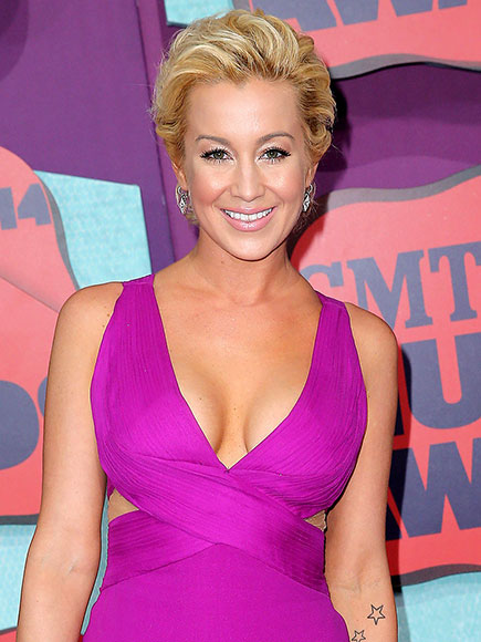 Kellie Pickler Partners with Meow Mix to Feed Poor House Cats