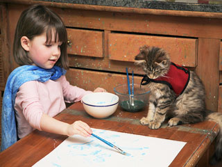 5-Year-Old Girl's Therapy Cat Makes Painting – and Bath Time – More Fun