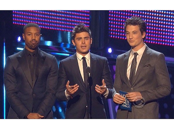 Zac Efron Bounces Back After Jaw Injury, Hits the Stage at People's Choice Awards