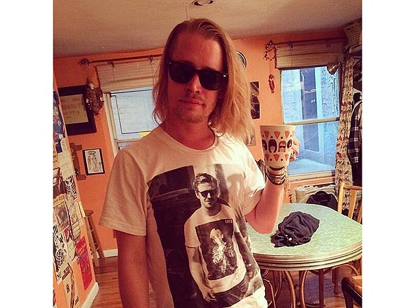 Macaulay Culkin Wears T-Shirt of Ryan Gosling Wearing a Macaulay Culkin T-Shirt