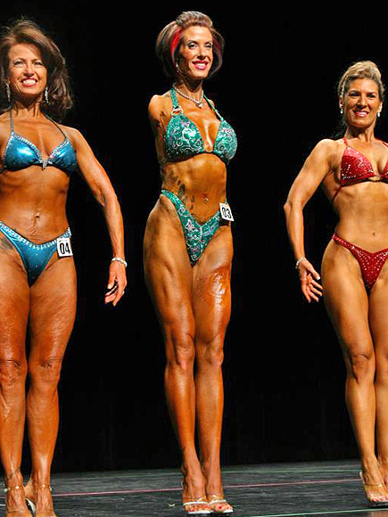 Armless Mom Barbie Thomas Competes in Bodybuilding Competitions