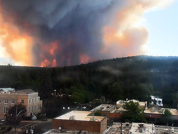 Stunning Time-Lapse of Two Bulls Wildfire in Oregon (VIDEO)