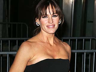 Jennifer Garner Talks Teaching Her Kids About Skin Cancer – and Her Family's 'Batman Mania'