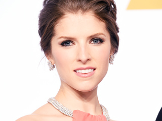 How the Pitch Perfect Cast Got Anna Kendrick Hooked on The Bachelor