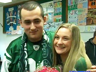 New York Jets Help High Schooler Ask Boy to Prom (VIDEO)