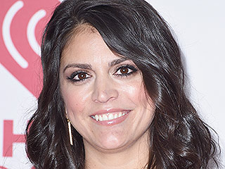 Cecily Strong Goes in for Hillary Clinton – and Bill – at the White House Correspondents' Dinner