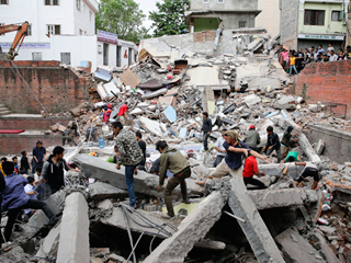 3 Americans Confirmed Dead in Nepal Earthquake as Death Toll Climbs to 2,300