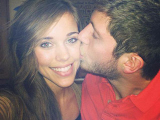 Jessa (Duggar) Seewald Posts 22-Week Bump Pic: 'Baby Seewald Weighs Just Over a Pound'