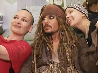 Johnny Depp – Dressed as Jack Sparrow – Surprises Sick Children at Hospital