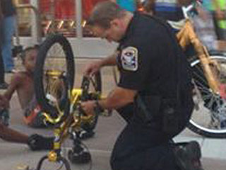 Connecticut Police Officer Stops to Fix Young Boy's Bike – Photo Goes Viral
