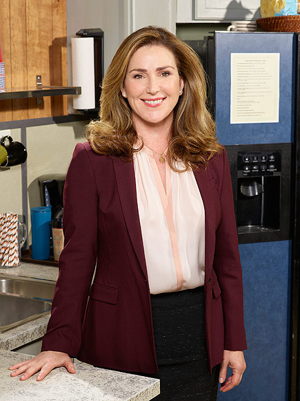 Mr. Robinson: Peri Gilpin Costars with Kelsey Grammer's Daughter Spencer Grammer