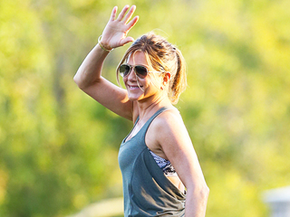 Check Out Jennifer Aniston's Hot Bod as She Films a Workout Scene for Her New Movie, Mother's Day