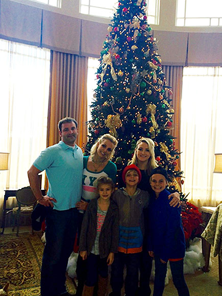 Britney Spears Spends Thanksgiving With Her Siblings And