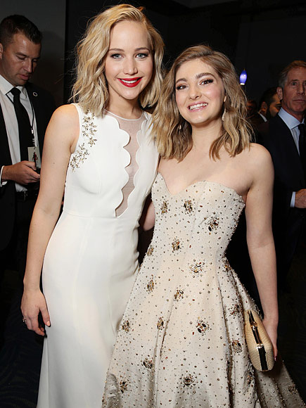Willow Shields and jennifer lawrence