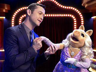 WATCH: Joseph Gordon-Levitt Sings Romantic Duet with Miss Piggy