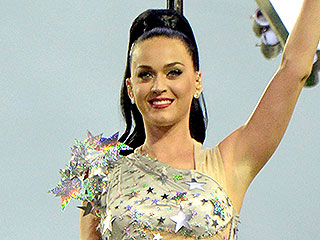 Super Bowl 2015: Katy Perry's Halftime Show Includes 4 Wardrobe Changes and 22,000 Crystals (PHOTOS)