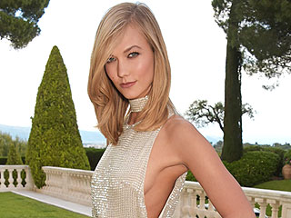 You'll Never Guess What Karlie Kloss Keeps in Her Clutch (VIDEO)