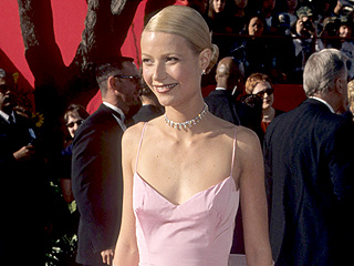 'Gwyneth Paltrow on Her Famous Pink Oscars Dress: 'Maybe Apple Will Wear It to Prom'' from the web at 'http://img2-3.timeinc.net/people/i/2015/stylewatch/blog/151214/gwyneth-paltrow-320x240.jpg'