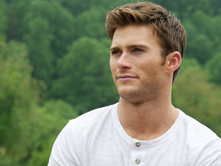 One Minute of Shirtless Scott Eastwood. You're Welcome